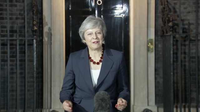 特蕾莎·梅:内阁已通过脱欧协议草案