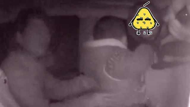 妈妈运毒被抓,3岁孩子在旁目睹全程