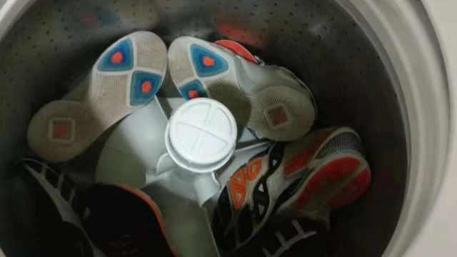 男生用宿舍洗衣机洗鞋,丢鞋反被怼