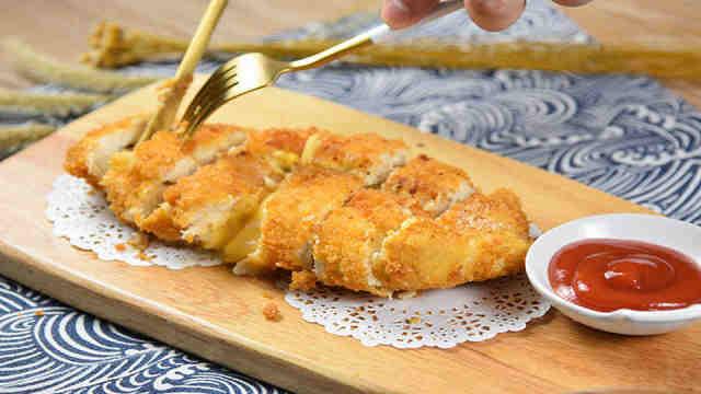 爆浆鸡排,外皮香脆、鸡肉鲜嫩!