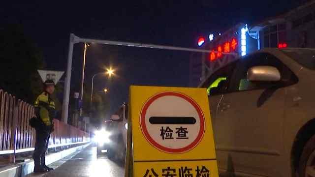 醉酒司机开车接代驾,路遇交警检查