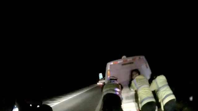 危险!车半路没电,他夜里关掉所有灯
