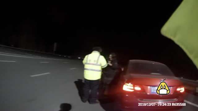她9年驾龄逆行报警求助:没走过高速