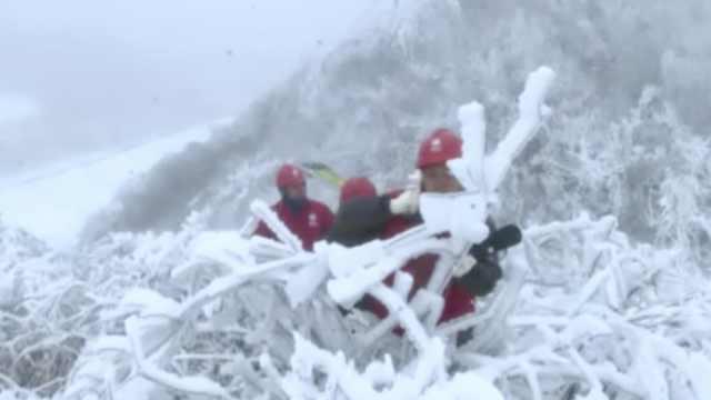 电力设施结厚冰,他们破冰保修供电