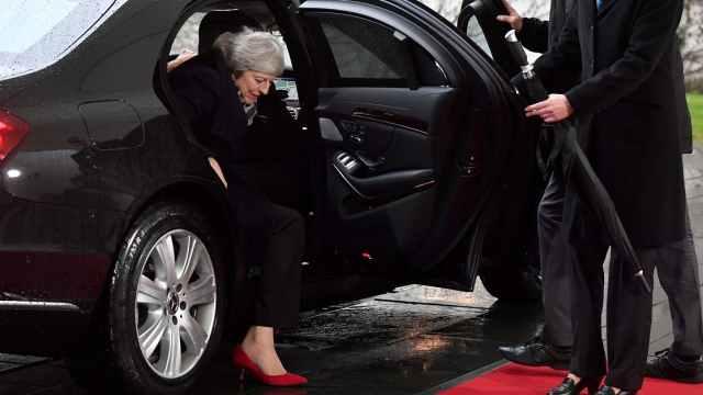 脱欧协议难产,车门也与特蕾莎做对