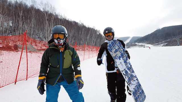 """解锁另类的滑雪方式,""""异滑到底"""""""