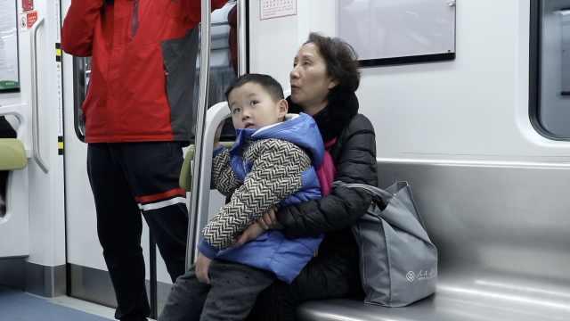 重庆轨道交通添两线,她带外孙打卡