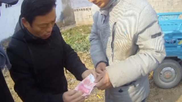 卖花生当幌子,他把老人真钱换假钞