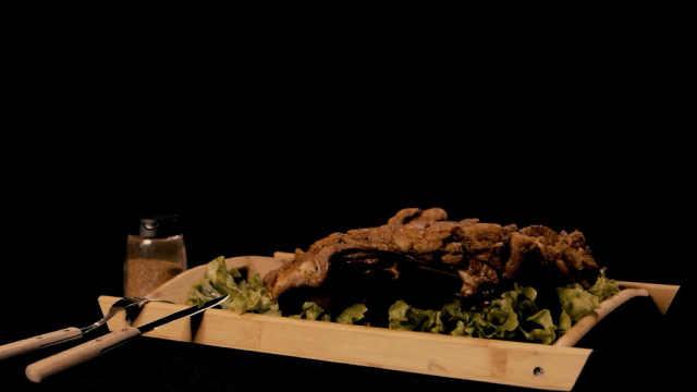烤羊排来了,趁热吃!