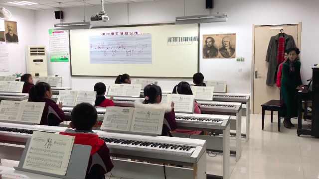 南京弹性离校:退休教师返校教钢琴