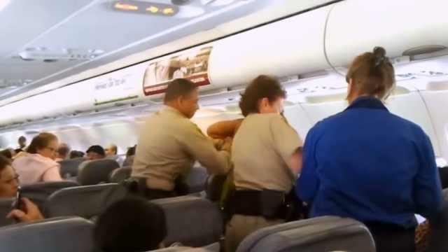 乘客闹事怎么办?空乘人员这样解决