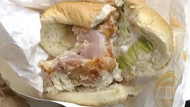 大学生外卖吃到夹生汉堡,获赔千元