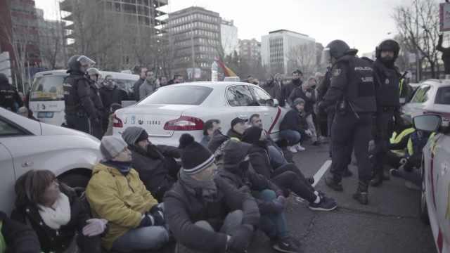 西班牙出租车罢工抗议网约车抢生意