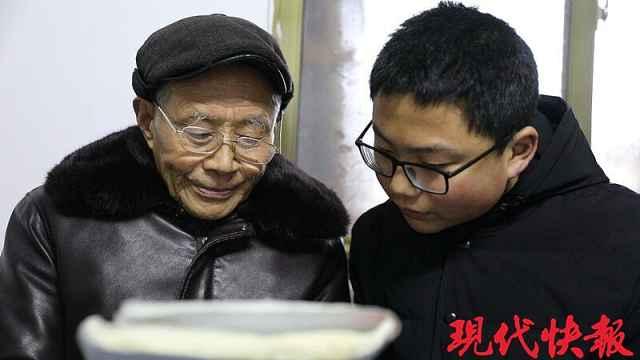 感动!79岁老教师免费开办辅导班!