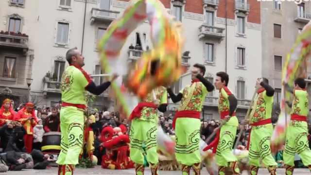 意大利人怎么过年?唐人街上来舞狮