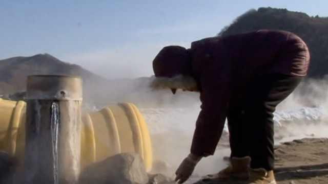 打600米深井遇80℃温泉,能煮熟鸡蛋