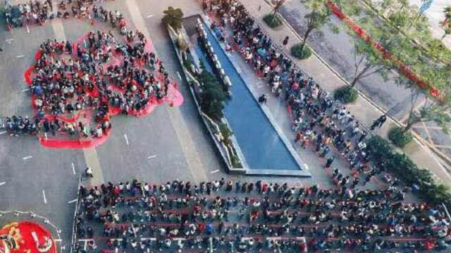 腾讯初八开工发红包,员工大排长龙