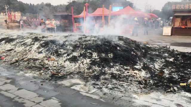 10万人烧香垃圾遍地,300环卫扫3天