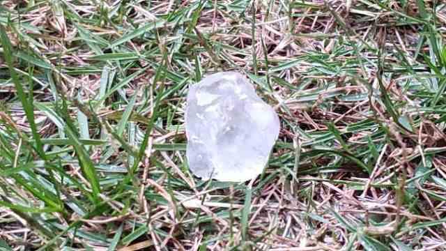 广州20多度下冰雹,网友:硬币那么大