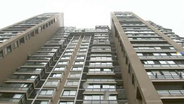 女子从23楼坠亡,疑刚给孩子喂完奶