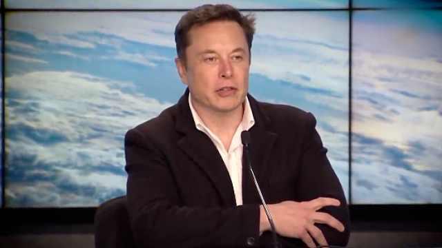 马斯克:要在月球建基地,想坐龙飞船