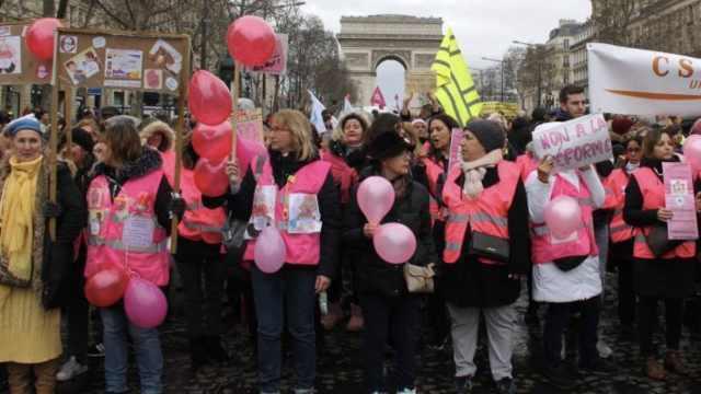 三八妇女节巴黎黄马甲变粉马甲