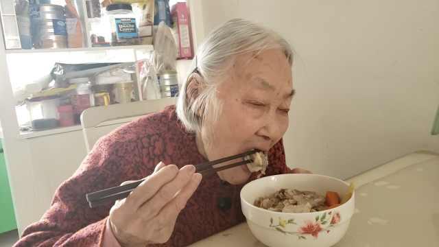 百岁老人耳聪目明,没牙日吃1斤羊肉