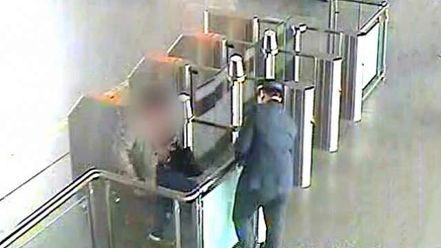 男子误车强闯高铁站,还掰断闸机门