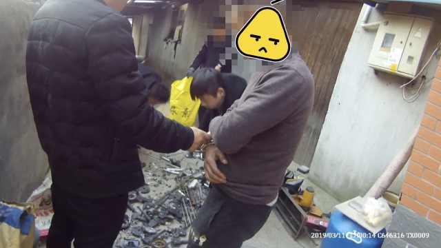 他偷200辆共享单车拆解,当废品卖