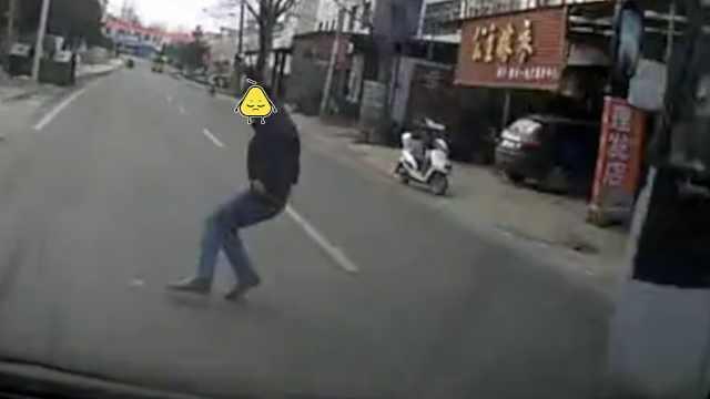 鬼探头!男子穿马路被撞趴还负主责