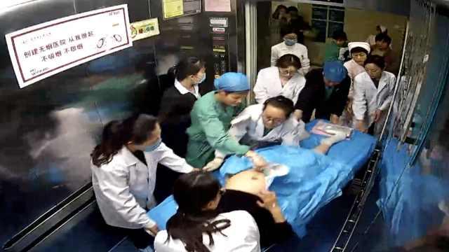 产妇脐带脱垂,她手托胎儿送手术室