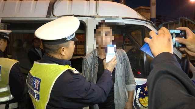 交警夜查,三名酒驾司机被抓现行