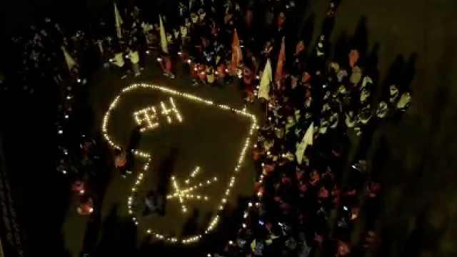 一路走好!数千人广场悼念救火英雄