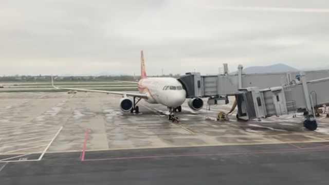 香航航空一客机遭雷击,致旅客滞留