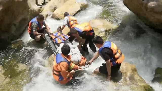 39游客云南月亮谷迷路,1人摔骨折