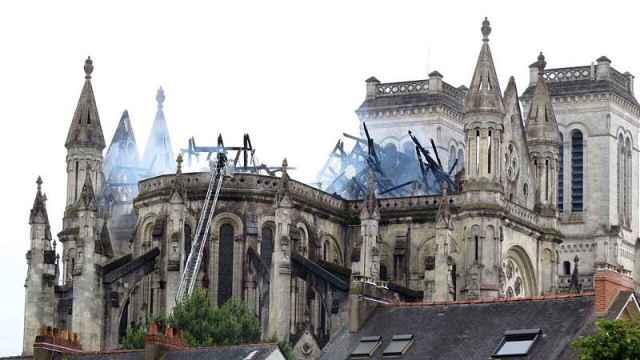 奢侈品巨头捐出1亿欧元重建圣母院