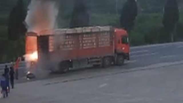 60秒!货车起火逼近,加油工出手排险