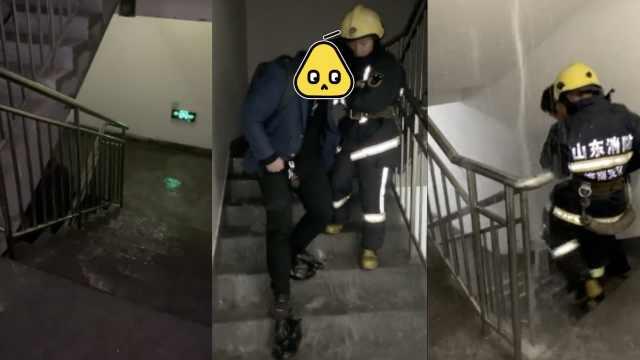 大厦突漏水多人被困,消防紧急救援