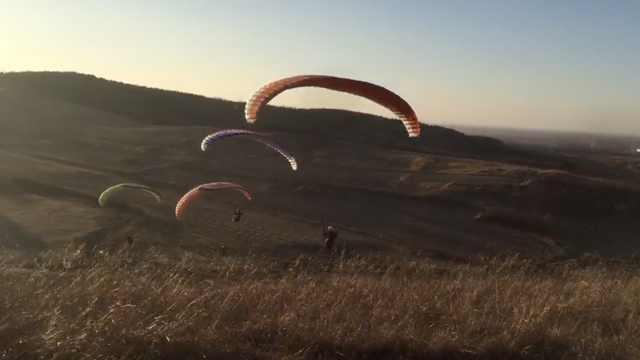 10位少女组滑翔伞队,练到饭量大增