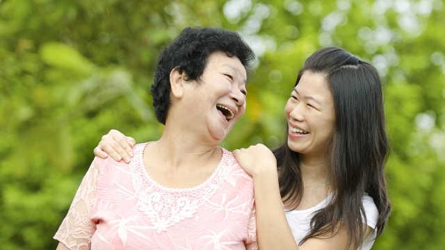 20年追踪研究:单身女性最关心父母