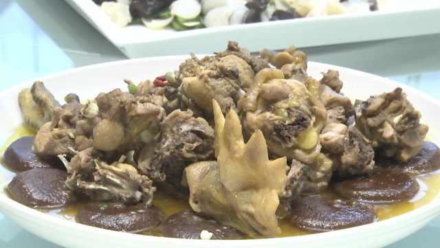 穇子粑蒸鸡:粗粮配鸡,营养价值极高