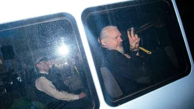 违反保释条例,阿桑奇被判入狱50周