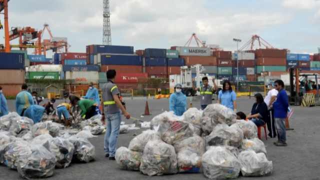 菲律宾总统宣战后,加拿大运回垃圾