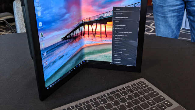 联想发布全球首款折叠屏笔记本电脑