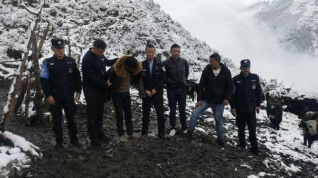 民警爬10公里雪山缉凶,口渴食积雪