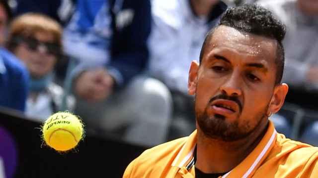 摔拍怒吼扔椅子,网球选手大闹赛场
