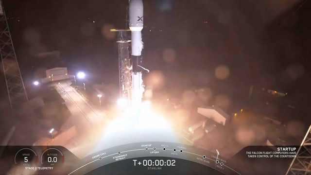 SpaceX成功发射首批太空互联网卫星