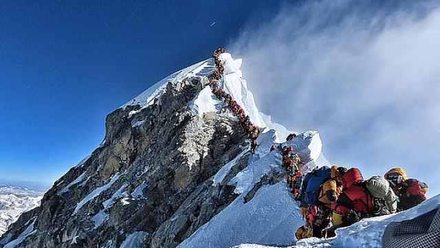 攀珠峰已有14人丧生,已达往年3倍