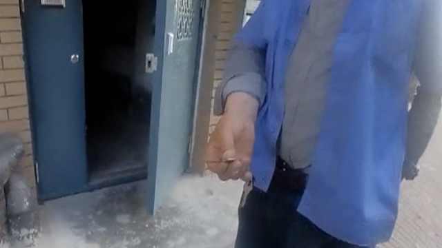 老两口煤气中毒,邻居取备用钥匙救