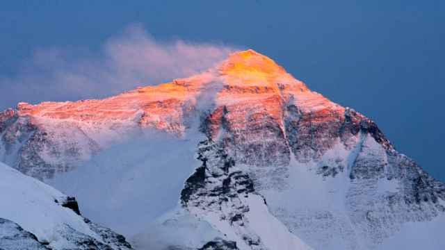 珠峰中国一侧登山季结束:2人死亡